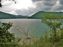 Σύννεφα θύελλας πέρα από τη λίμνη Nantahala στοκ εικόνες με δικαίωμα ελεύθερης χρήσης