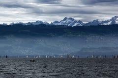 Σύννεφα θύελλας πέρα από τη λίμνη Constance στοκ εικόνα