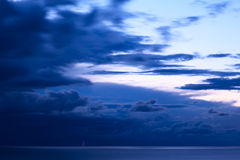 Σύννεφα θύελλας πέρα από τη λίμνη Titicaca στη Βολιβία Στοκ Εικόνα