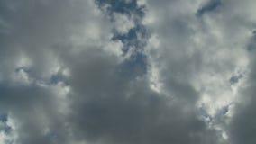 Σύννεφα θύελλας που μπαίνουν φιλμ μικρού μήκους