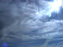 Σύννεφα και ήλιος ουρανού στοκ φωτογραφία με δικαίωμα ελεύθερης χρήσης