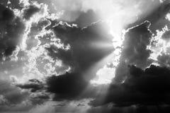 Σύννεφα και ακτίνες ήλιων Στοκ Εικόνα