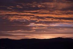Σύννεφα και βουνά ανατολής στη Γουατεμάλα, δραματικός ουρανός με το χτύπημα των χρωμάτων στοκ φωτογραφία με δικαίωμα ελεύθερης χρήσης