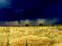 Σύννεφα και βροχή στην απόσταση Στοκ Φωτογραφία