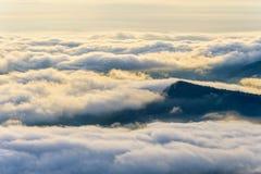 Σύννεφα και ομίχλες όπως τη θάλασσα στοκ εικόνες με δικαίωμα ελεύθερης χρήσης