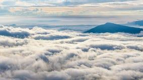 Σύννεφα και ομίχλες όπως τη θάλασσα στοκ εικόνα
