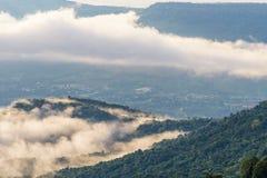 Σύννεφα και ομίχλες όπως τη θάλασσα στοκ φωτογραφίες