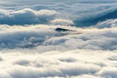 Σύννεφα και ομίχλες όπως τη θάλασσα στοκ φωτογραφία με δικαίωμα ελεύθερης χρήσης