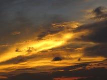 Σύννεφα και ουρανοί ηλιοβασιλέματος στοκ φωτογραφία με δικαίωμα ελεύθερης χρήσης