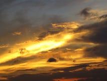 Σύννεφα και ουρανοί ηλιοβασιλέματος στοκ φωτογραφίες με δικαίωμα ελεύθερης χρήσης