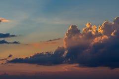 Σύννεφα και ουρανός στο βράδυ Στοκ Εικόνες