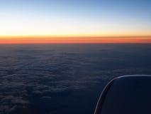 Σύννεφα και παράθυρο ουρανού sthrough του αεροπλάνου στη νύχτα Στοκ φωτογραφία με δικαίωμα ελεύθερης χρήσης