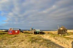 Σύννεφα και σπίτια σε Cabo Polonio Στοκ εικόνα με δικαίωμα ελεύθερης χρήσης