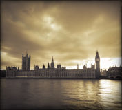 σύννεφα Λονδίνο πέρα από τη θ Στοκ φωτογραφία με δικαίωμα ελεύθερης χρήσης