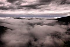 Σύννεφα μουσώνα από το τέλος εδάφους ` s - Nainital στοκ εικόνες