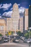 Σύννεφα μπλε ουρανού του Δημαρχείου Buffalo στοκ εικόνα