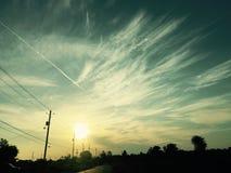 Σύννεφα πέρα από τα δέντρα στοκ φωτογραφία με δικαίωμα ελεύθερης χρήσης