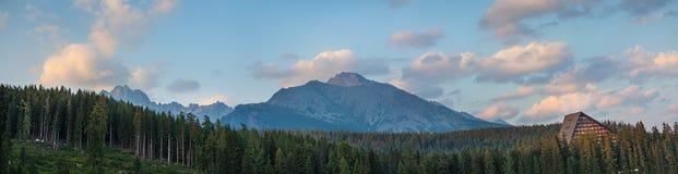 Σύννεφα πέρα από τα βουνά σε υψηλό Tatras Στοκ φωτογραφία με δικαίωμα ελεύθερης χρήσης