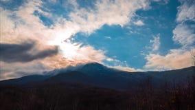 Σύννεφα πέρα από τα βουνά, χρονικό σφάλμα, 4k φιλμ μικρού μήκους