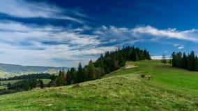 Σύννεφα πέρα από τα βουνά Pieniny απόθεμα βίντεο