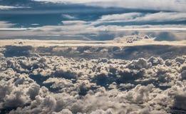 Σύννεφα πέρα από τα ισπανικά βουνά των Πυρηναίων Στοκ φωτογραφία με δικαίωμα ελεύθερης χρήσης
