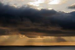 σύννεφα πέρα από τη θάλασσα Στοκ Φωτογραφία