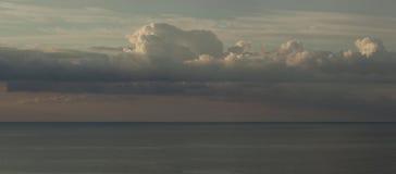 σύννεφα πέρα από τη θάλασσα Στοκ φωτογραφίες με δικαίωμα ελεύθερης χρήσης