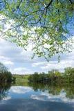 σύννεφα πέρα από τη λίμνη στοκ φωτογραφία με δικαίωμα ελεύθερης χρήσης