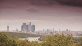 Σύννεφα πέρα από τη Μόσχα-πόλη απόθεμα βίντεο