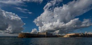 Σύννεφα πέρα από τις Συρακούσες Στοκ Εικόνες