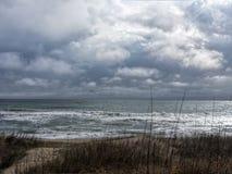 Σύννεφα πέρα από τον ωκεανό στις εξωτερικές τράπεζες Στοκ φωτογραφίες με δικαίωμα ελεύθερης χρήσης