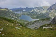Σύννεφα πέρα από το δίδυμο, Trefoil, οι λίμνες ψαριών, οι επτά λίμνες Rila Στοκ Εικόνες