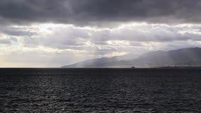 Σύννεφα πέρα από το στενό του Μεσσήνη. Ιταλία απόθεμα βίντεο