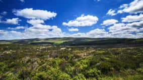 Σύννεφα πέρα από το φυσικό τοπίο Snowdonia στη βόρεια Ουαλία απόθεμα βίντεο
