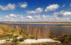 Σύννεφα ποταμών άνοιξη Στοκ Εικόνα