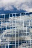 Σύννεφα που απεικονίζονται στα Windows Στοκ Εικόνες