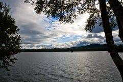 σύννεφα που ευθυγραμμίζουν το ασήμι Στοκ Εικόνα