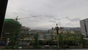 Σύννεφα που διατρέχουν των βουνών απόθεμα βίντεο