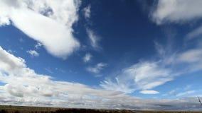 Σύννεφα που κινούνται στον ουρανό απόθεμα βίντεο