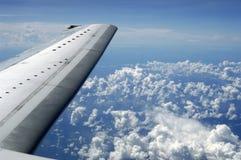 σύννεφα που πετούν επάνω Στοκ Εικόνες