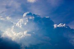 Σύννεφα πριν από τη βροχή στοκ φωτογραφία με δικαίωμα ελεύθερης χρήσης