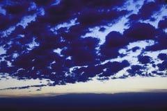 Σύννεφα Σκούρο μπλε στοκ φωτογραφίες