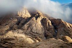 Σύννεφα στα βουνά ερήμων Στοκ Φωτογραφίες