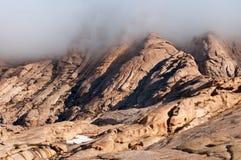 Σύννεφα στα βουνά ερήμων Στοκ Εικόνες