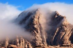 Σύννεφα στα βουνά ερήμων Στοκ Εικόνα