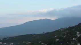 Σύννεφα στα βουνά απόθεμα βίντεο
