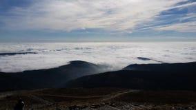 Σύννεφα στα βουνά Στοκ εικόνες με δικαίωμα ελεύθερης χρήσης