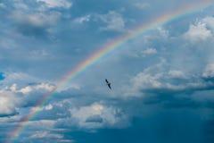 Σύννεφα στον ουρανό με το ουράνιο τόξο Στοκ Εικόνες