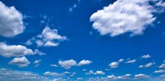 Σύννεφα στο μπλε ουρανό 0058 Στοκ Εικόνες