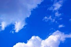 Σύννεφα στο μπλε ουρανό 171019 0187 Στοκ Εικόνες